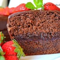Pastel de chocolate y fresa