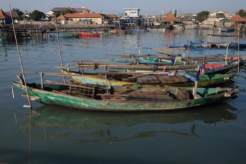 Parked fishing boats. Aktifitas kampung nelayan, lumpur Gresik #perahunelayan #fishingboats #lumpur #nelayan #gresik #terfujilah #fujifilm #xf23mm