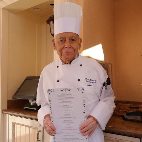 カーネーションカフェで、59年勤めている伝説のシェフ、オスカーさん。