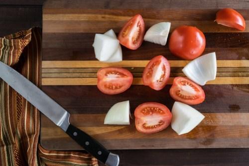 red tomato, white onion