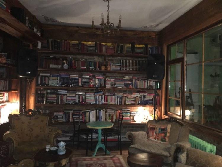 çengelköy müzelik cafe kütüphane