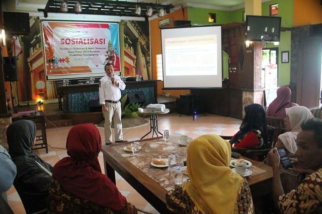 Suyitno Arman menyampaikan paparan saat sosialisasi di Liiur Cafe and Resto Kota Tulungagung, Kamis (12/4)