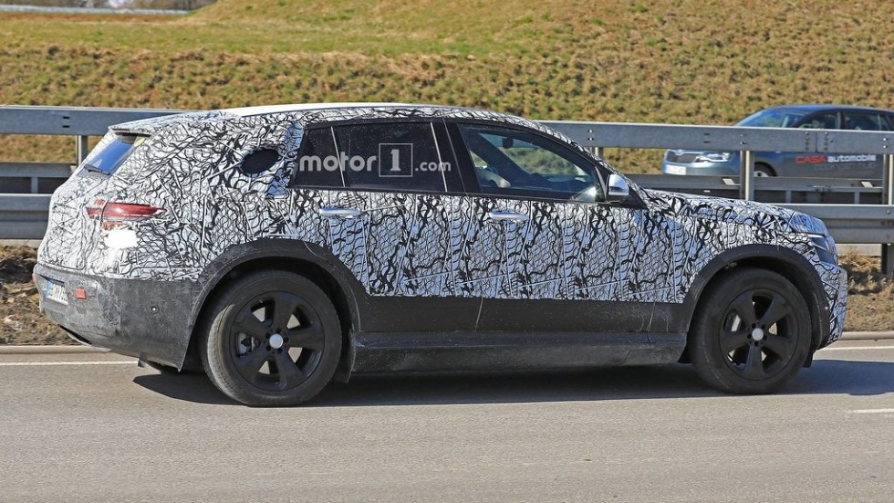 2019-mercedes-eq-c-spy-photo2