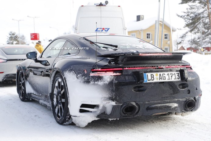 Porsche-911-GT3-Mule-10