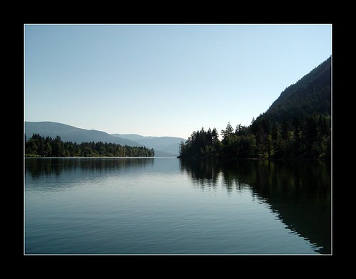 Photo of Shuswap Lake by Sarboo, used under CC BY-ND 2.0 license.