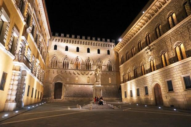 Palazzo Salimbeni at night, Siena