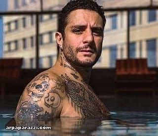 احمد الفيشاوي في حمام السباحة (2)