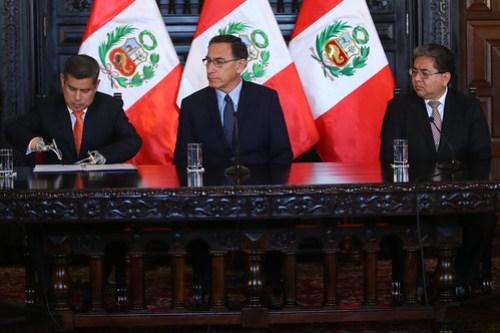 Presidente Vizcarra participa en la ceremonia de promulgación de la Ley de Fortalecimiento de la Contraloría General de la República.