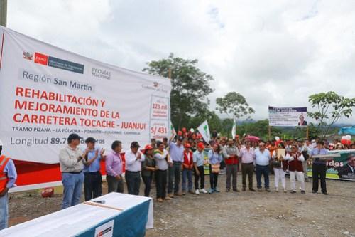 Jefe de Estado inspecciona obras de rehabilitación y mejoramiento de la carretera Tocache – Juanjui, en la región San Martín.