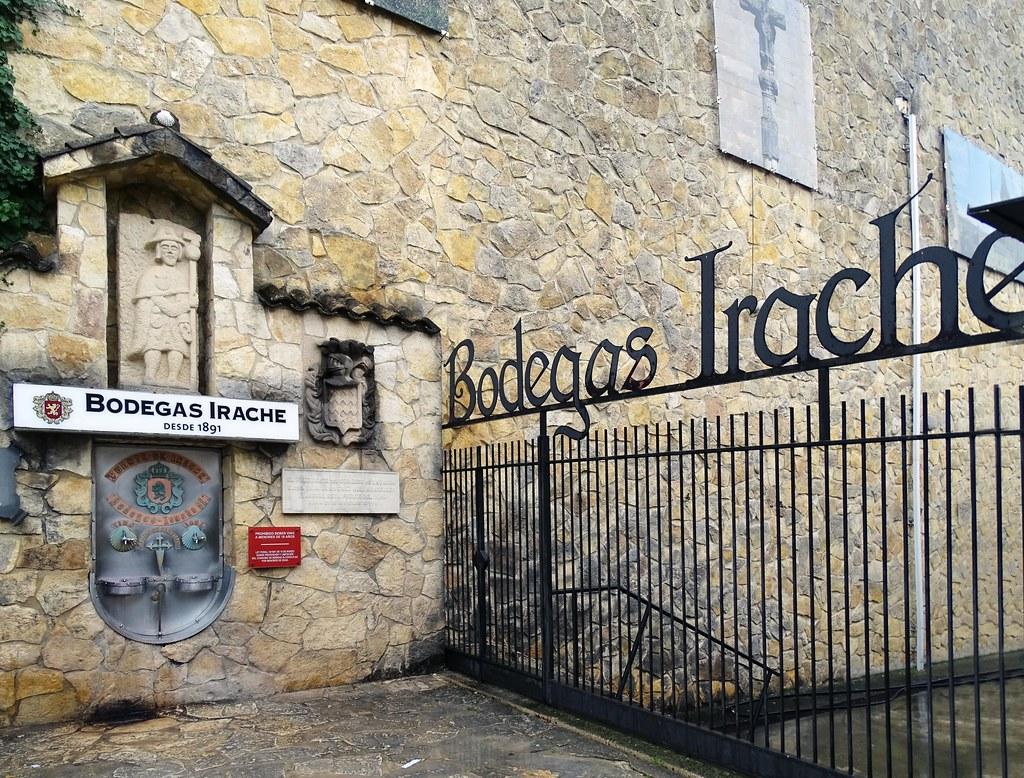 Bodegas de Irache o Iratxe fuente de vino camino de Santiago Navarra 03