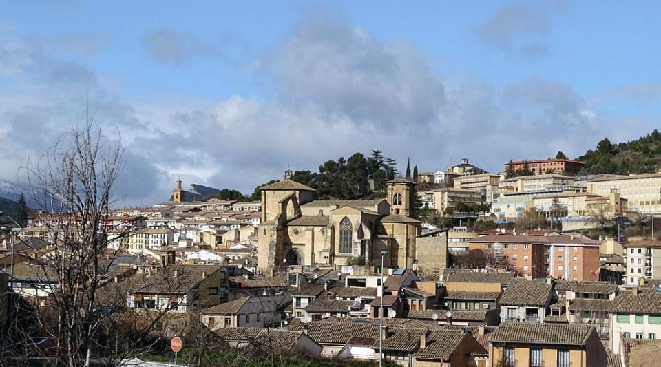 Vista de Iglesia San Miguel y de Estella Navarra