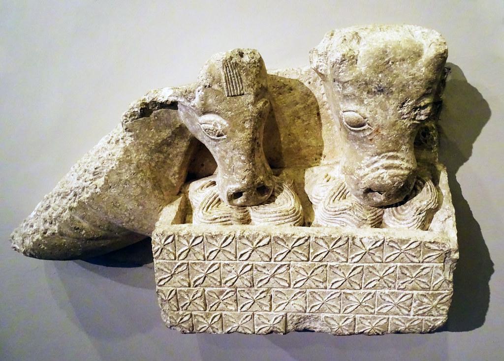 relieve romanico de Mula y buey Catedral maestro Esteban Museo de Navarra Pamplona