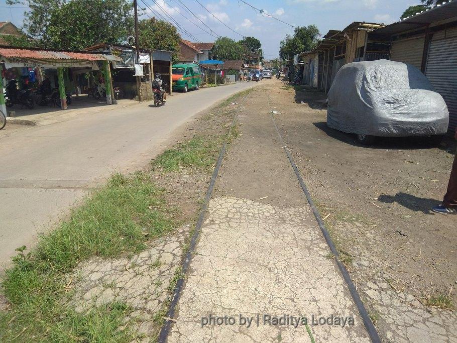 Foto Jalur Rel Mati Bandung (Kiaracondong-Karees): Menjelang Halte Cibangkong Lor #2