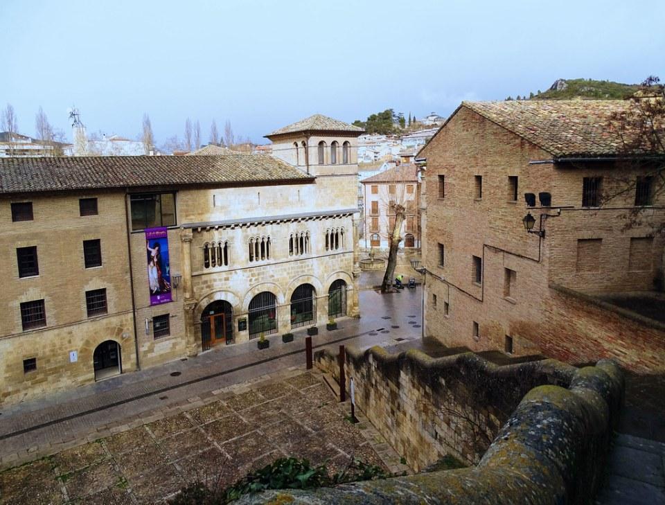 Palacio de los Reyes de Navarra exterior calle de San Nicolas Estella Navarra 01