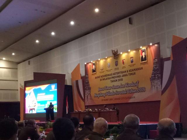 Suasana rapat koordinasi ketertiban dan keamanan di wilayah Provinsi Jawa Timur di aula Grand City Surabaya (20/3)