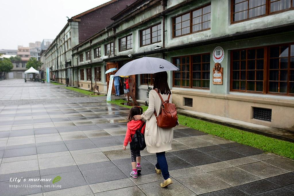 我跟小妮漫步在花蓮文創園區。