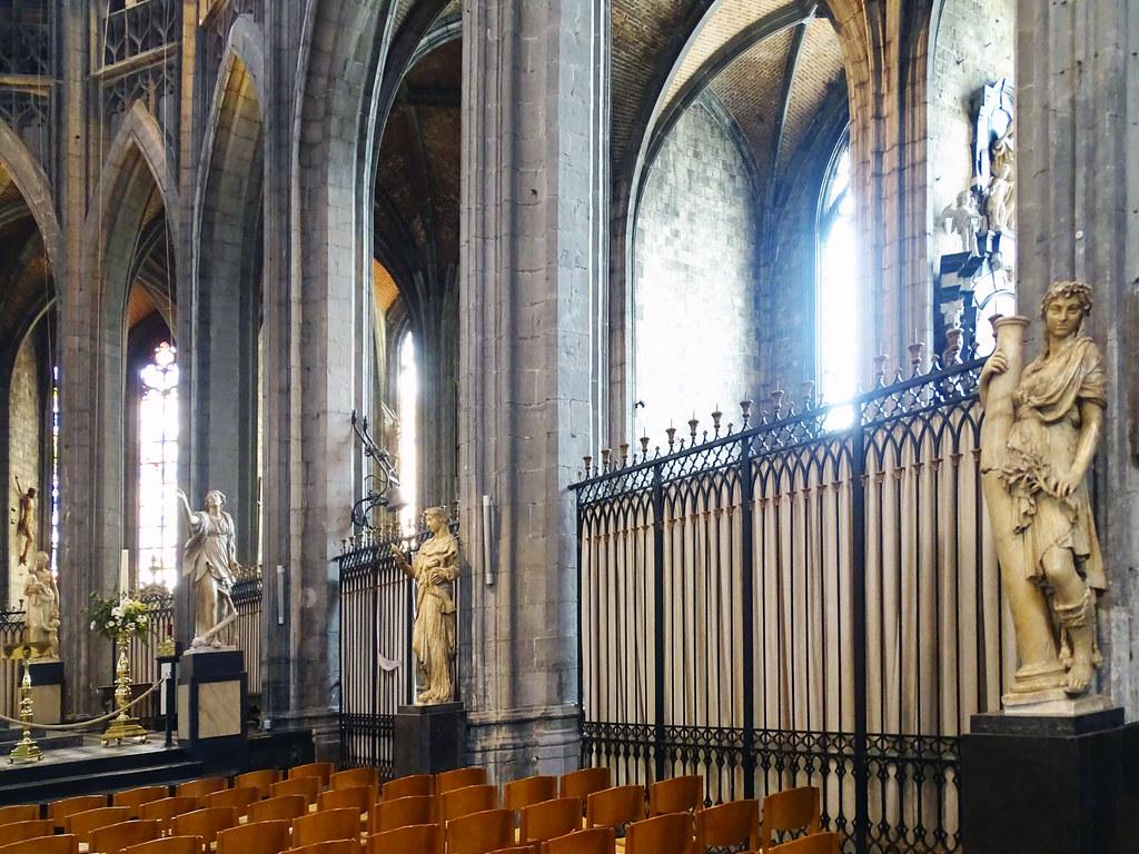 Jacques du Broeucq escultor alabastro escultura estatua Iglesia interior colegiata Santa Waudru Mons Belgica 02