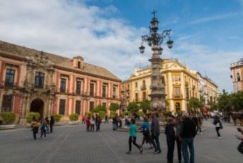 De Fuente Farola op de Plaza Triunfo.
