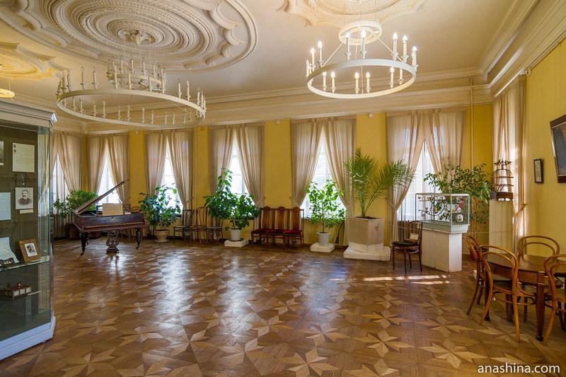 Бежевый зал, усадьба Гончаровых, Полотняный Завод
