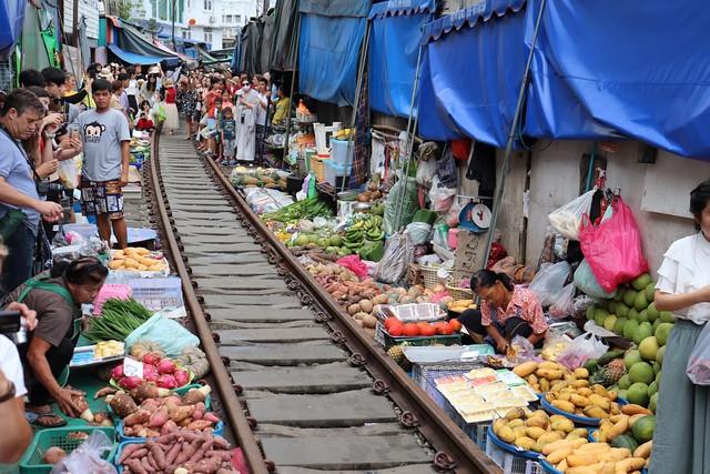 Visitar mercado de las vías del tren Bangkok
