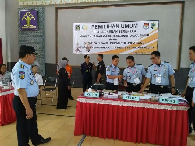 Suasana di TPS Lapas Klas IIb Desa Rejoagung Kecamatan Kedungwaru (27/6)
