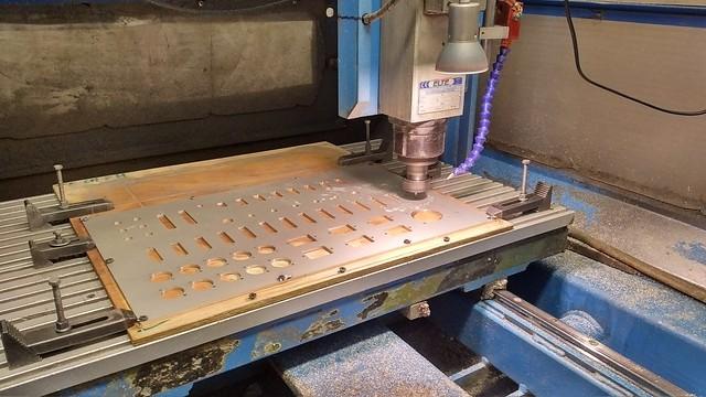 frezowanie paneli czołowych  do urządzeń