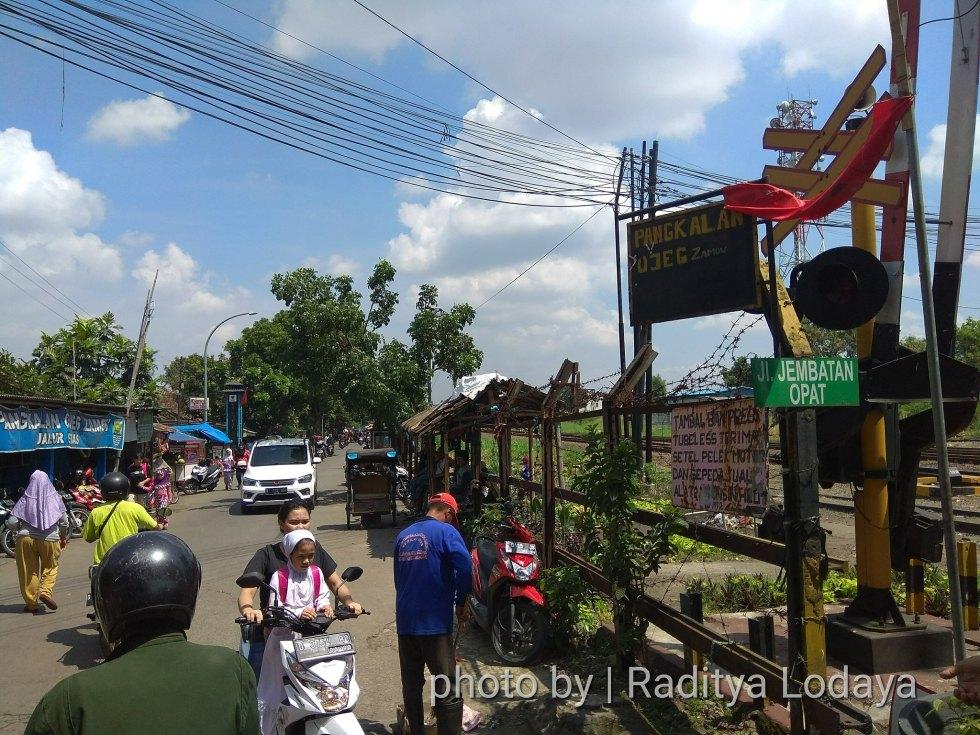 Foto Jalur Rel Mati Bandung (Kiaracondong-Karees): Mulai Trekking dari Jalan Jembatan Opat