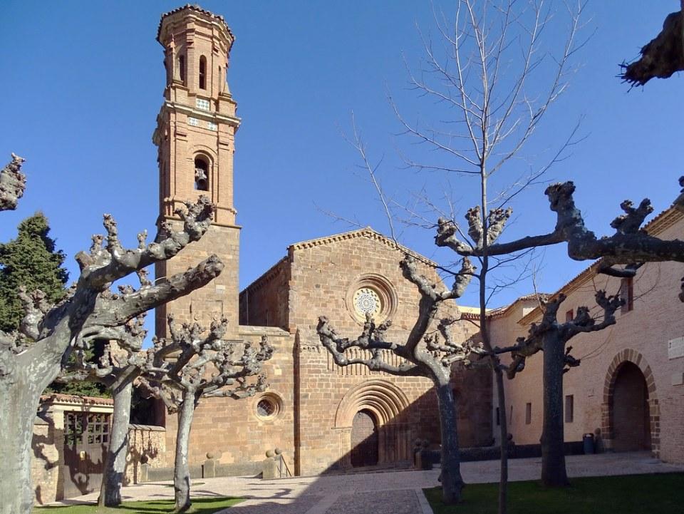 exterior de iglesia y Palacio Abacial Real Monasterio de Santa Maria de Veruela Zaragoza 01