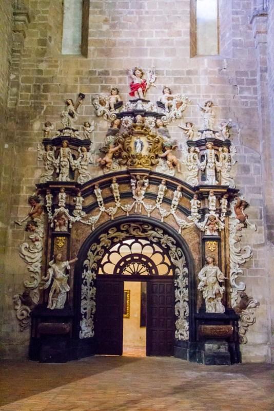puerta a la Sacristia nueva estilo rococo interior Iglesia Real Monasterio de Santa Maria de Veruela Zaragoza 01