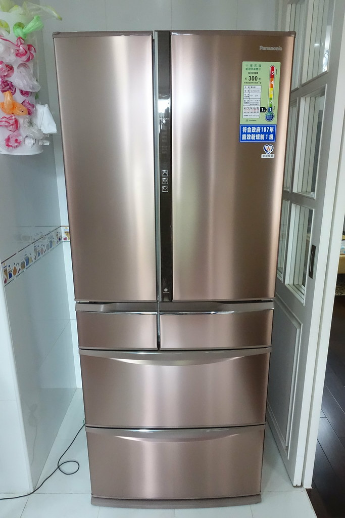 【開箱】國際牌日製六門冰箱601公升-NR-F602VT~夏天擁有自動製冰室的冰箱實在是太美好了! @ 嚕米與露西。幸福 ...