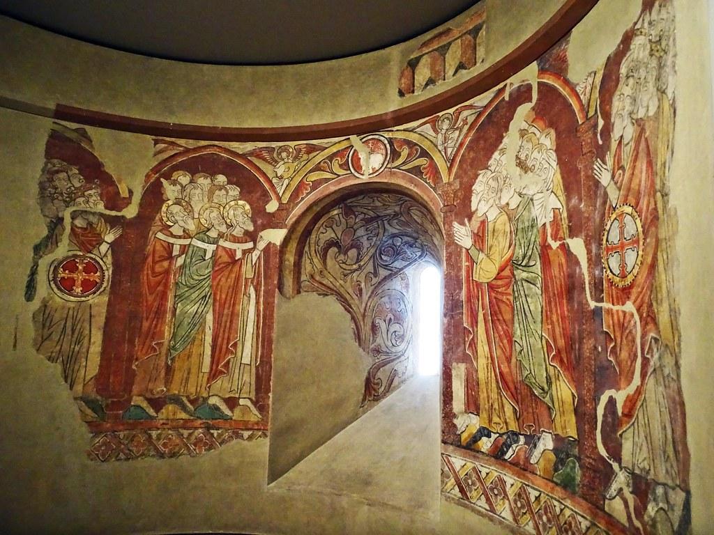 Pintura gotica mural Adoracion del Cordero de maestro de Artaiz del abside Iglesia San Martin de Artaiz Museo de Navarra Pamplona 03