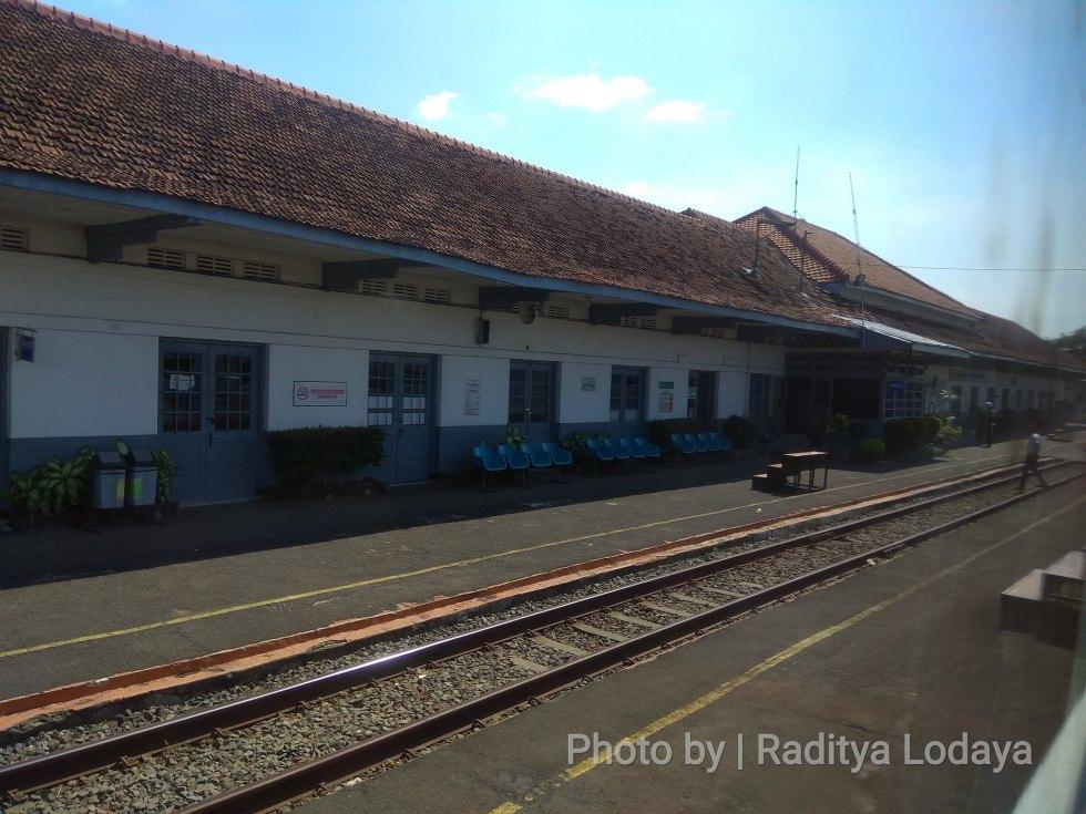 03 TRIP REPORT KERETA API JAYABAYA 1 (JAKARTA-CIREBON) -- STASIUN KARAWANG 3