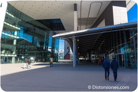 Via peatonal por fuera de la estación Utrecht Centraal