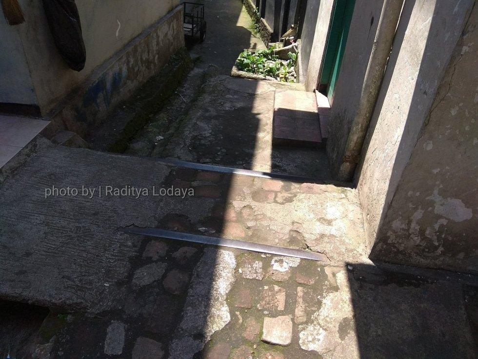 Foto Jalur Rel Mati Bandung (Kiaracondong Karees) 34 - Diperkirakan rel nggak cuma satu dari ukuran yang ditemukan nampak tak lazim untuk rel tunggal