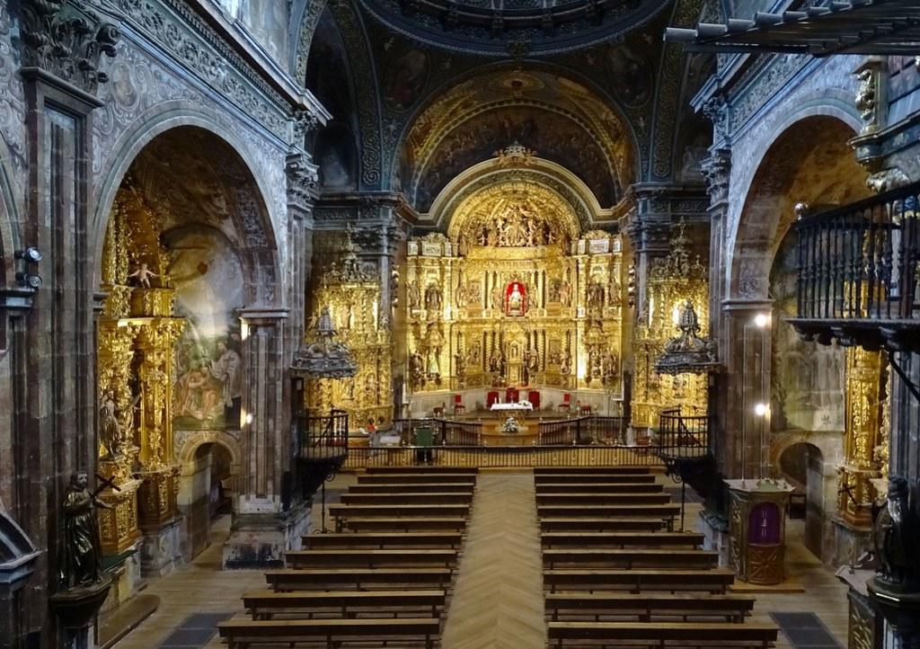 altar mayor nave central interior Iglesia de Santa Maria de villa de los Arcos Navarra 01