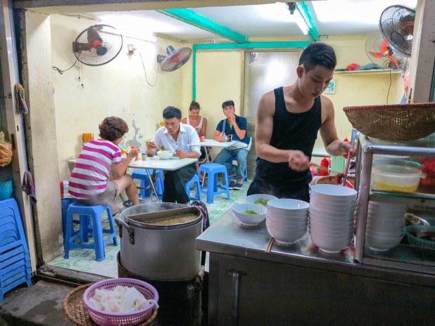 Restaurante local en Hanoi