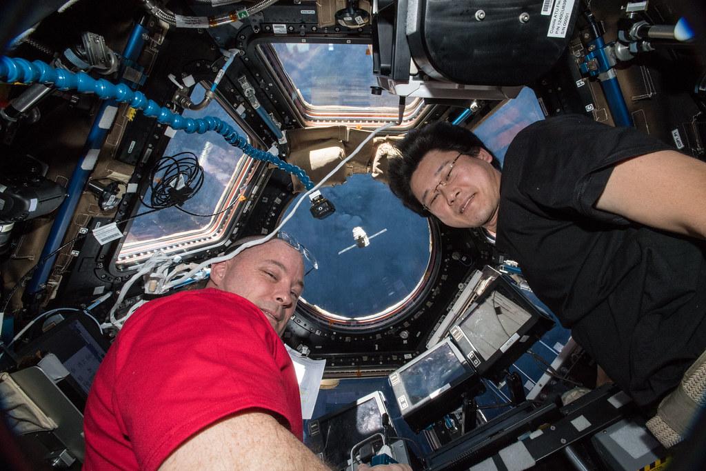 Astronauts Scott Tingle and Norishige Kanai Watch Dragon