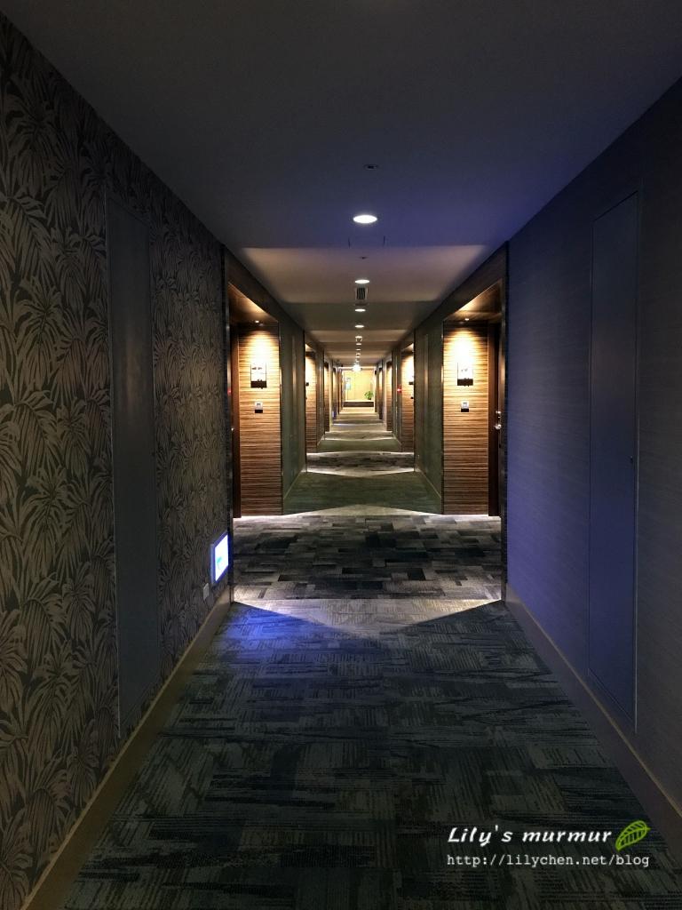 往房間的穿廊,頗有Fu的延伸~