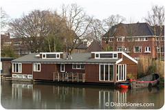 Casa flotante con pequeño semisótano en Kanaalweg