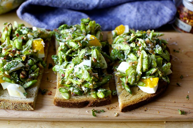asparagus and egg salad with walnuts and mint