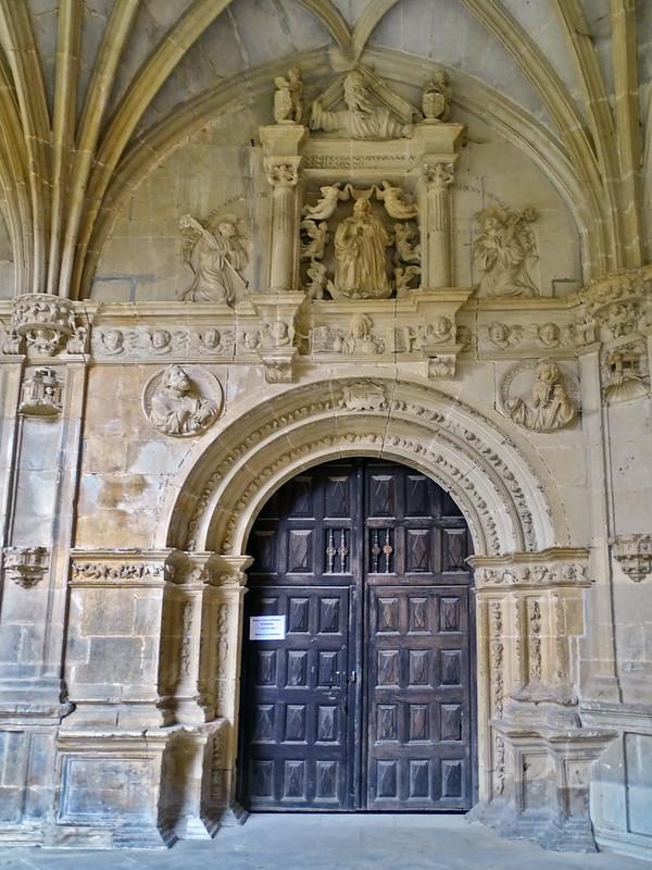 puerta especiosa claustro viejo plateresco Monasterio Irache o Iratxe Navarra 04