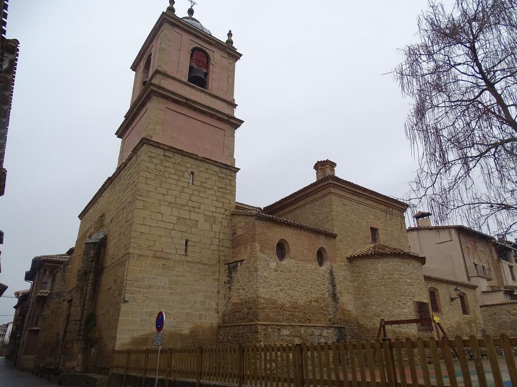 Puente La Reina fachada Iglesia de San Pedro Navarra 01