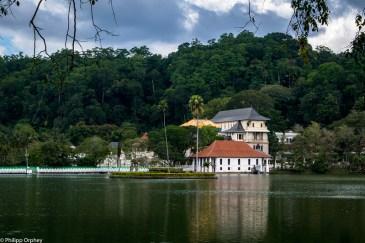lust-4-life travel blog Sri Lanka-31 temple kandy buddha