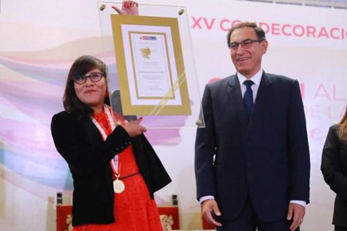 CONDECORACIÓN ORDEN AL MÉRITO MUJER 201806
