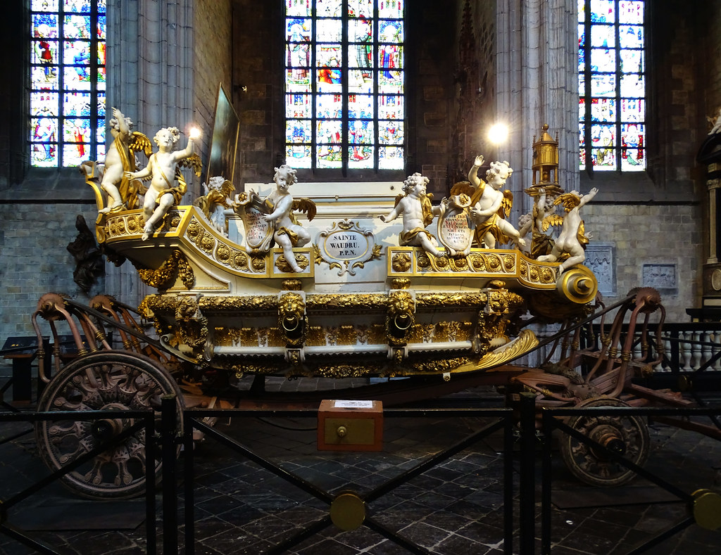 Carroza de oro Iglesia interior colegiata Santa Waudru Mons Belgica 01