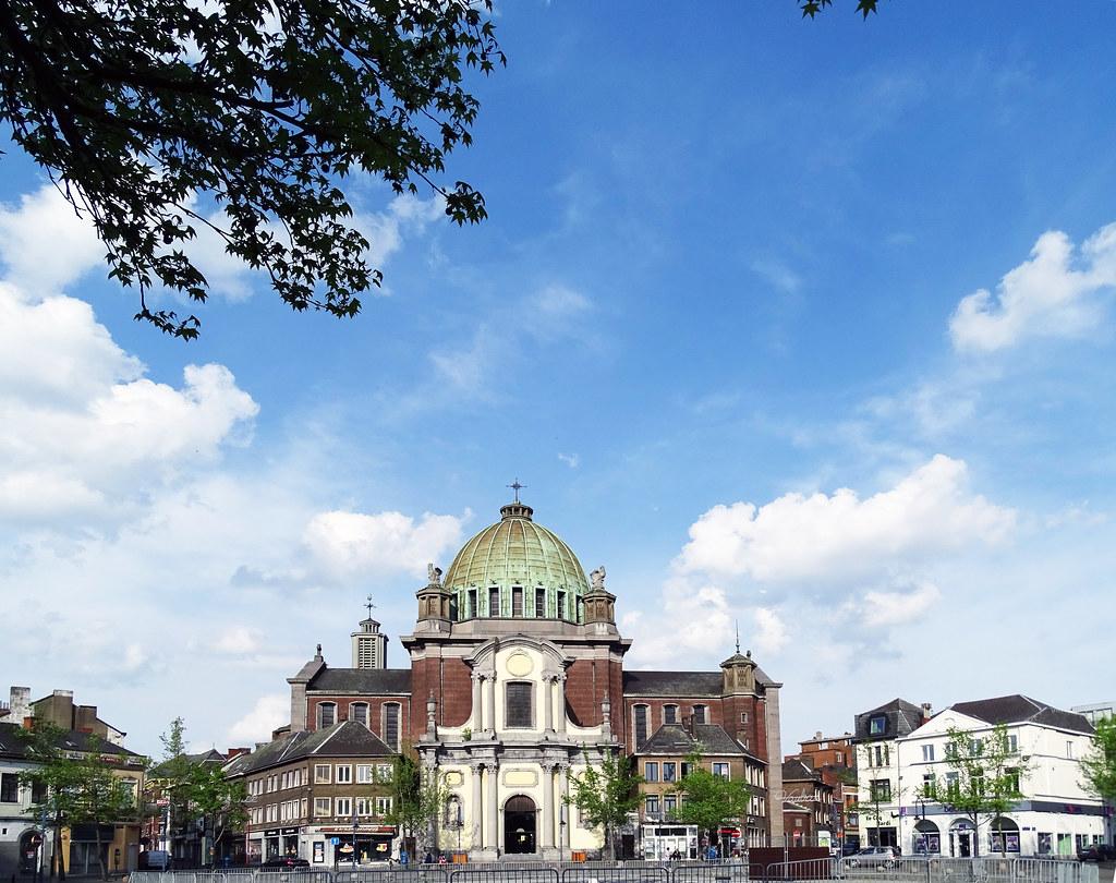 Basilica iglesia San Cristobal exterior Charleroi Belgica 01