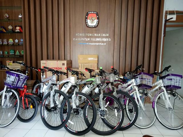 Sepeda gunung dan beberapa dorprize jalan sehat KPU Tulungagung besok kamis di Aloon Aloon Tulungagung (8/5)
