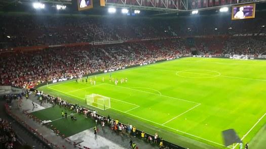 Paseíllo de agradecimiento de los jugadores del Ajax