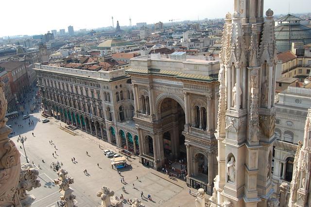 Galleria next to the Duomo
