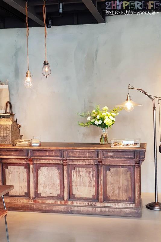 41799497690 609b74849a c - 集合服飾店與咖啡廳的古董時尚風格小店-KiiTO KiiTO cafe,闆娘可是大有來頭呦~